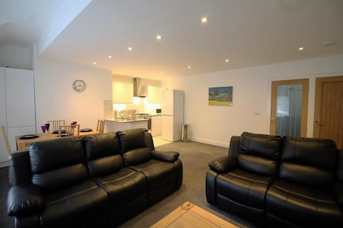 Exquisite 3 Bed apartment near Heathrow