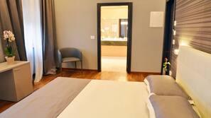 Zimmersafe, Verdunkelungsvorhänge, schallisolierte Zimmer, Babybetten