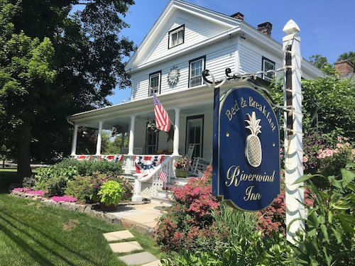 Riverwind Inn Bed & Breakfast