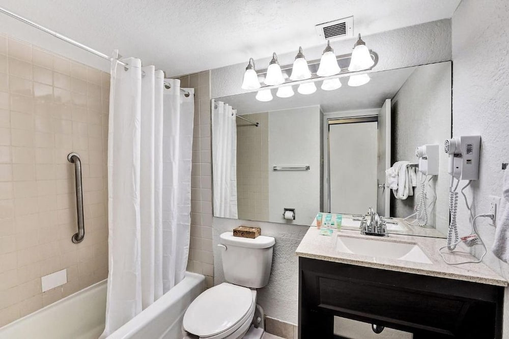 Bathroom, Plaza Hotel Fort Lauderdale