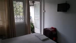 8 bedrooms, Egyptian cotton sheets, premium bedding, Tempur-Pedic beds