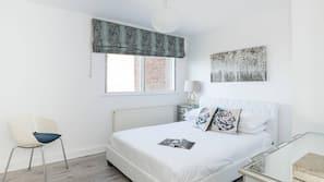 2 개의 침실, 고급 침구, 각각 다르게 꾸며진, 각각 다르게 가구가 비치된