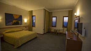 1 Schlafzimmer, hochwertige Bettwaren, Zimmersafe, Verdunkelungsvorhänge