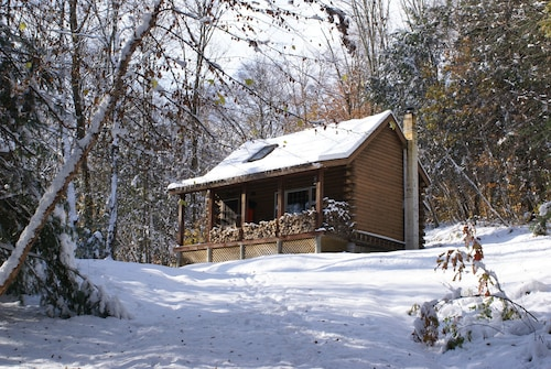 Log Cabin - Cozy, Quaint & Scenic and Ready for Your Enjoyment!