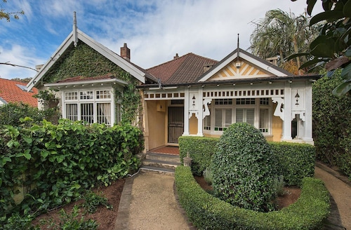 CO19 Coogee Family Home