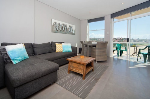 WT21 Gorgeous Coogee Views 2 beds