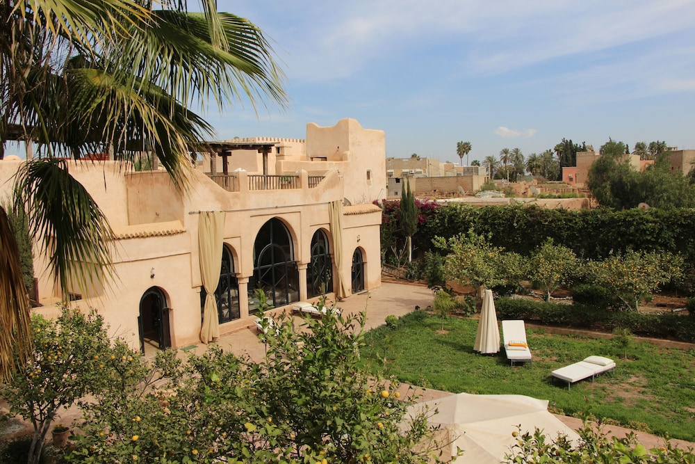Property Grounds, Traditional riad, house staff, the art of living of Morocco.