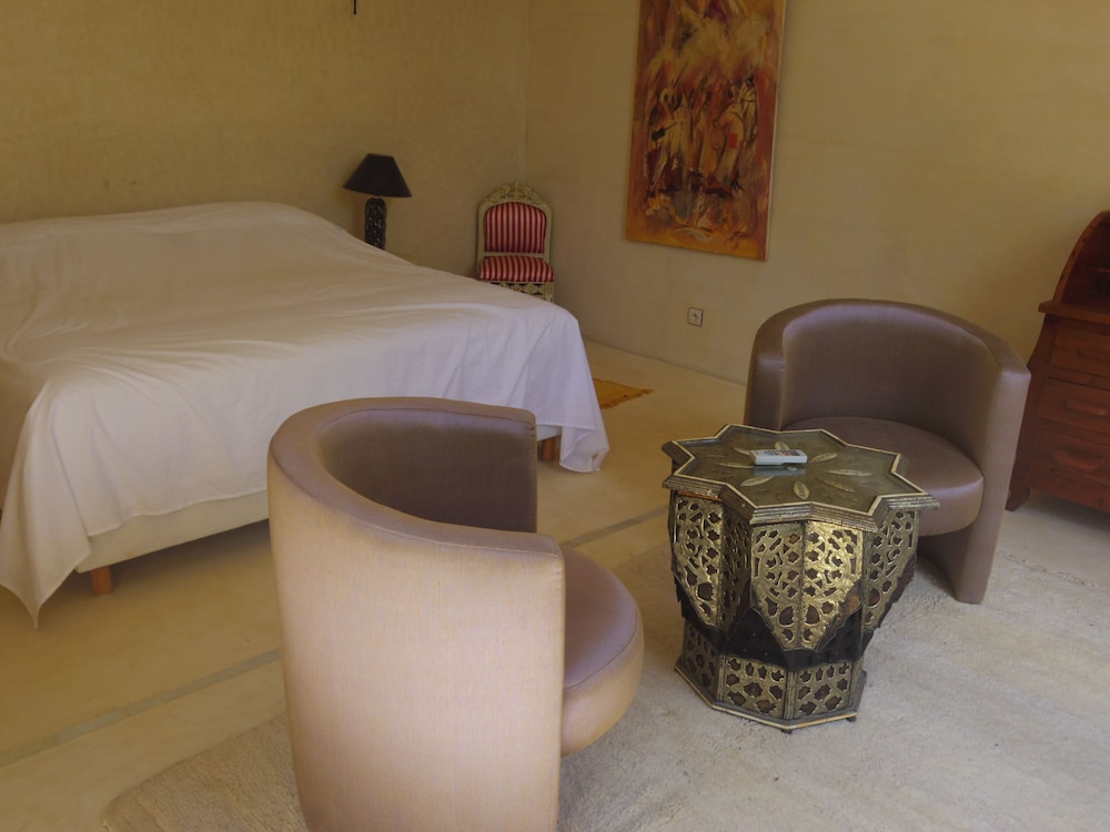 Room, Traditional riad, house staff, the art of living of Morocco.