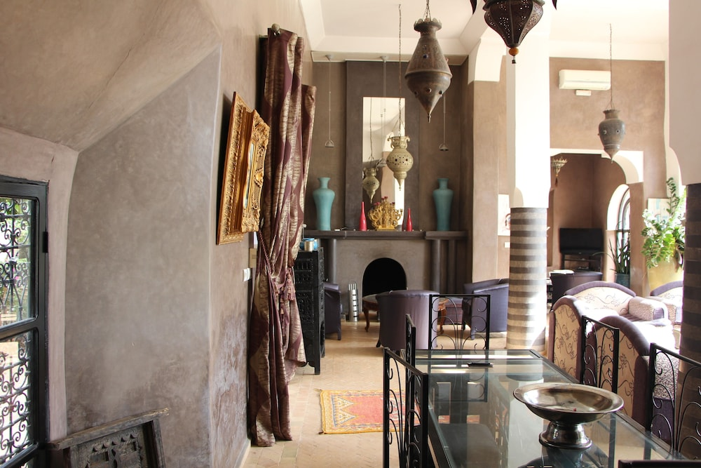 , Traditional riad, house staff, the art of living of Morocco.