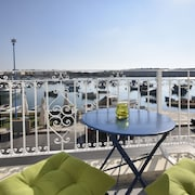 Brand New Seafront Apartment With Picturesque Bay Views