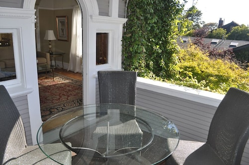 Elegant Historic Edwardian 8 Blocks to UC Berkeley Campus! 97 Walkscore!