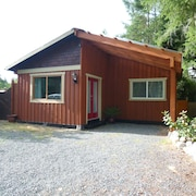 The Cedar Cottage - 1 Bedroom and 1 Bathroom Private Cottage