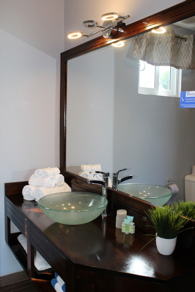 Bathroom Sink, Barefoot Caye Caulker Hotel