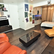 Charming Gallery Apartment in Heart of Astoria/lic