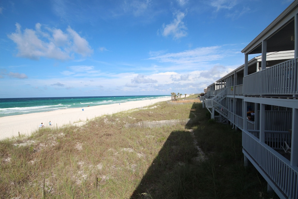 Beach, Exquisite 1st-floor Beachfront, Low Density Complex, Step From Deck to Sand
