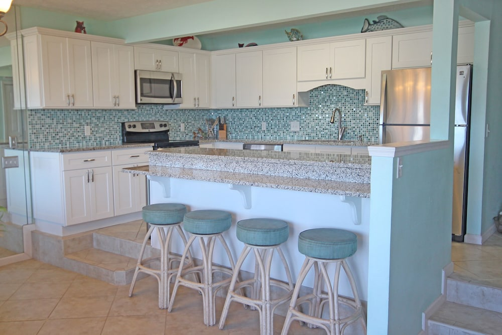 Private Kitchen, Exquisite 1st-floor Beachfront, Low Density Complex, Step From Deck to Sand