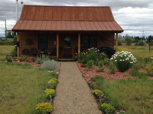 Cozy 650 sq ft Cabin in the Beautiful Gallatin County Montana Mountain Valley
