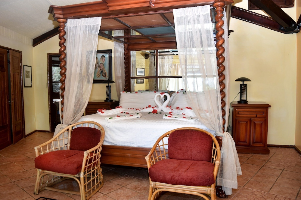 Room, Executive's House on the Exotic Caribbean Sea, Tons of Extras