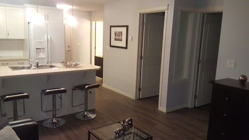 2 Bedroom Condo Minutes From South Health Campus And Close To Spruce Meadows!