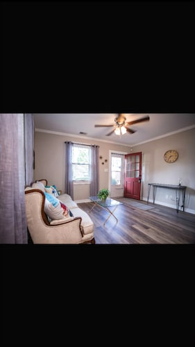 Great Place to stay Bright & Cozy Bungalow in the Heart of Park Circle near North Charleston