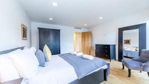 1 sovrum, individuell inredning, unika möbler och mörkläggningsgardiner