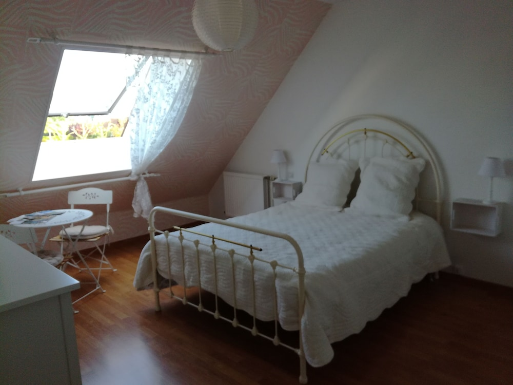 Chambre Rose Blanche in Le Lude | Hotel Rates & Reviews on ...