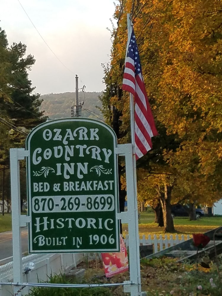 Property Grounds, Ozark Country Inn Bed & Breakfast