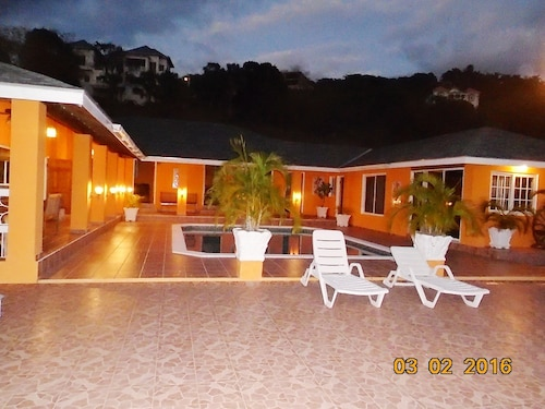 Fantastic, Spacious Villa With a Large Pool and sea Views in a Very Safe Area