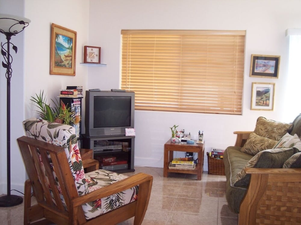Living Room, Kihei - Tropical Cottage Across From the Beach - Permit # Stkm 2015/0003