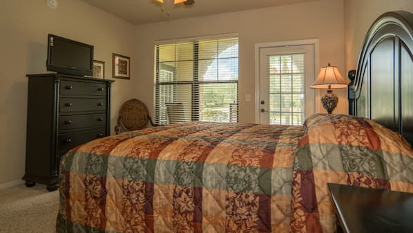 3 bedrooms, free wired Internet, linens