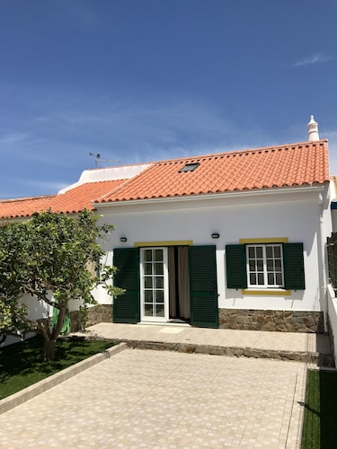 NEW Listing Sagres House - Large Patios, Free Wifi, Cabletv, Private Parking