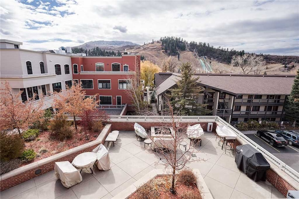 Balcony, H307b by Pioneer Ridge: Brilliant Views of Howelsen Hill ~ Walk to Dining ~ Free City Bus