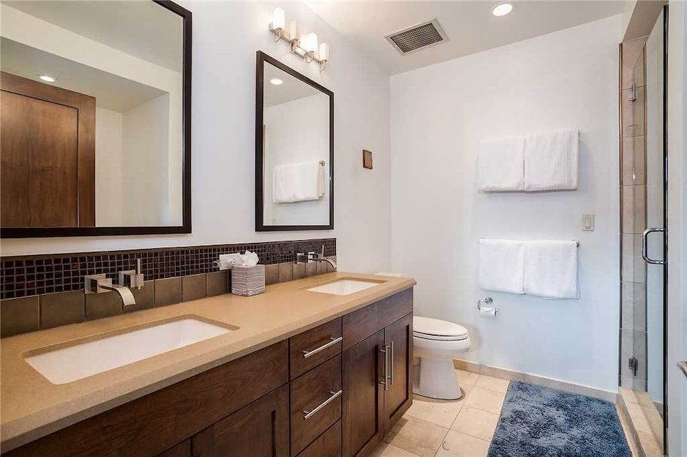 Bathroom, H307b by Pioneer Ridge: Brilliant Views of Howelsen Hill ~ Walk to Dining ~ Free City Bus