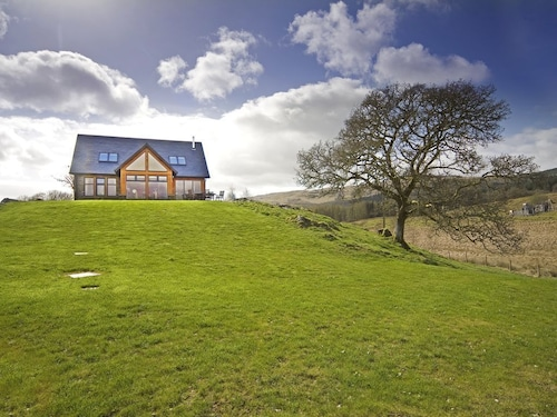 Contemporary Luxury Accommodation in the Village of Kilchrenan