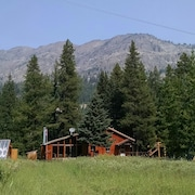 Waterfront Mountain View House Two Miles From Yellowstone!
