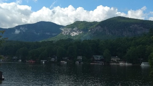 Lakefront - Cozy Newly Remodeled Cottage On Beautiful Lake Lure