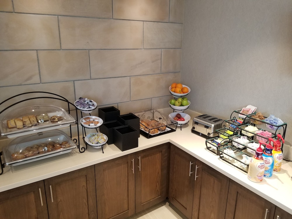 Breakfast buffet, Staybridge Suites Lehi - Traverse Ridge Center