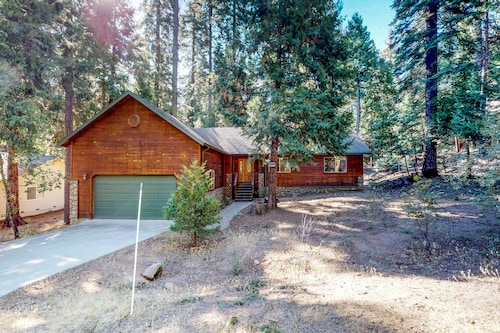 NEW Listing! Cozy, Family-friendly Cabin W/shared Pool and Sports Courts Access!