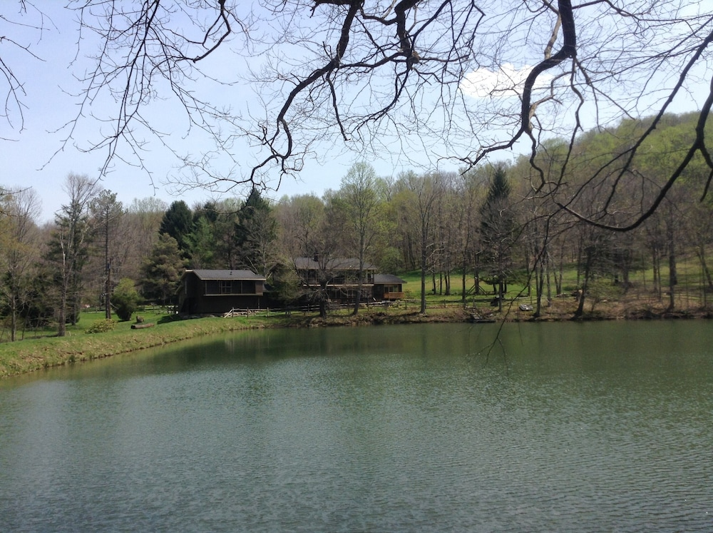 Lake, A Modern House in a Large Nature Reserve in Ligonier Valley!