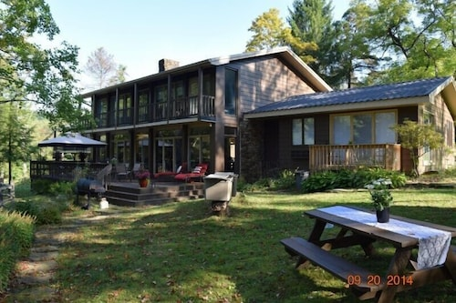 , A Modern House in a Large Nature Reserve in Ligonier Valley!