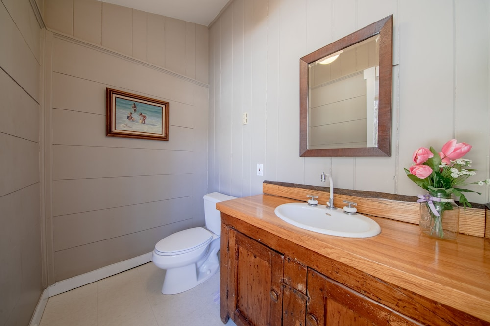Bathroom, A Modern House in a Large Nature Reserve in Ligonier Valley!