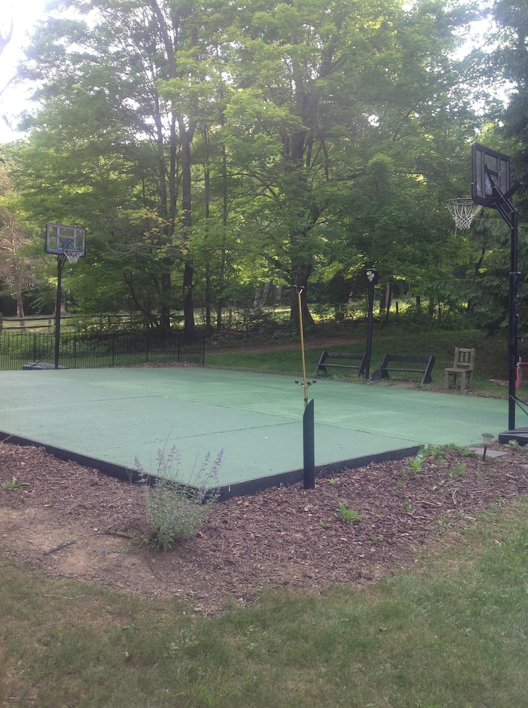 Sport Court, A Modern House in a Large Nature Reserve in Ligonier Valley!