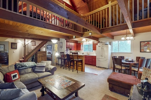 NEW Listing! Quiet Mountain Cabin With Shared Pool Access Near Lake, Skiing