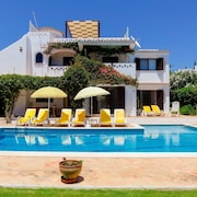 Luxury Villa, Very Close to Beach + Restaurants, WI FI, Heatable Pool
