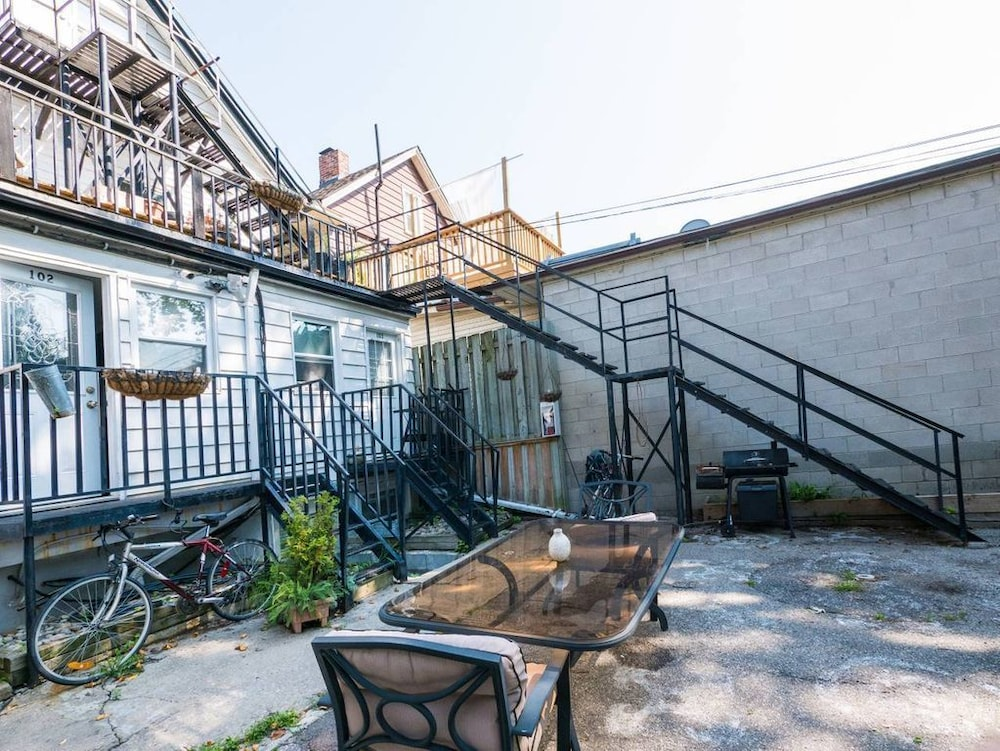 Cozy 1bd In The Heart Of Beach Village Old Toronto 2018 Hotel Prices Expedia
