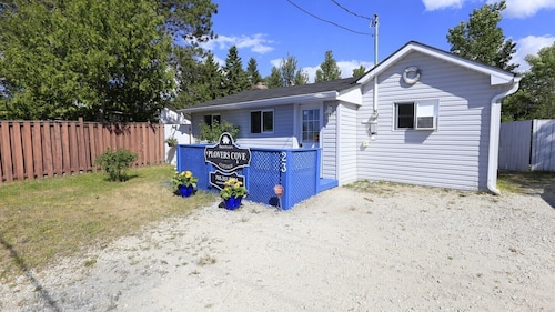 Plovers Cove Cottage - Wasaga Beach