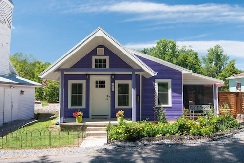 The Eggplant Cottage in Jonesborough, Tennessee