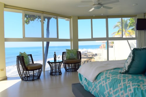Newly Remodeled Ocean Front Farallon Beach House!!!