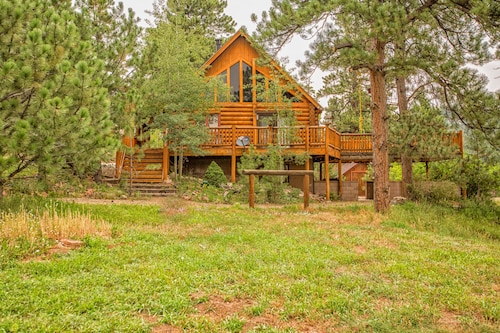 Secluded Log Cabin Stream & Lake Hot Tub ATV Wet bar Crafting