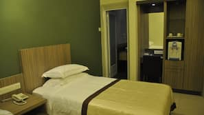 ผ้าม่านกันแสง, เตารีด/โต๊ะรีดผ้า, บริการ WiFi ฟรี, ผ้าปูที่นอน
